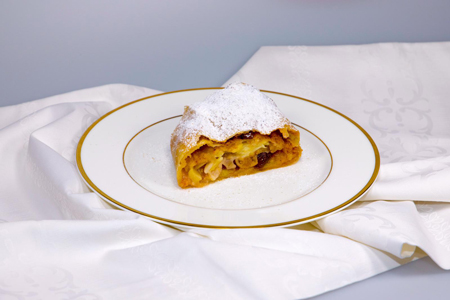 Apple Strudel Cookinf Class in Vienna